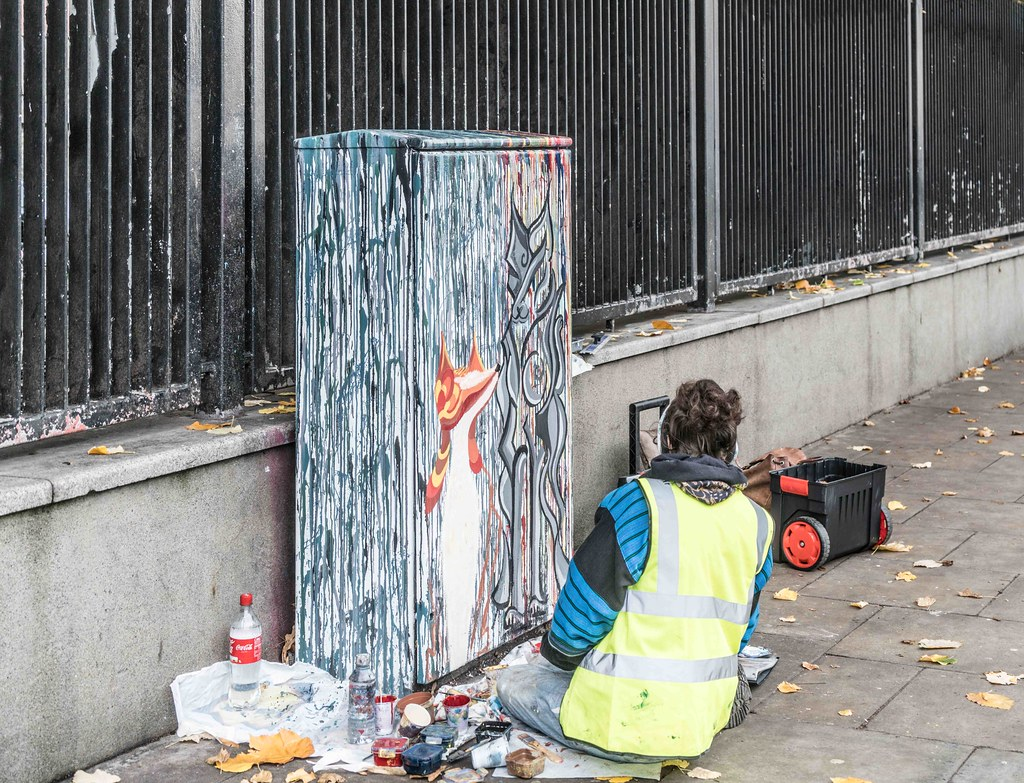 ARTIST AT WORK IN BOLTON STREET [DUBLIN CANVAS PAINT A BOX PROGRAMME]-109413