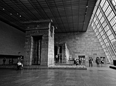 Outside the temple, Temple d'Isis (Dendour) (Leguman vs the Blender) Tags: midtown manhattan met museum nyc newyork nikond90 bw