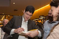 Vem pra Rua 20set2016-188 (BW Press) Tags: advogado autor dilmarousseff impeachment jurista livro manifestação matrix movimento paulista politica vemprarua