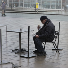 Lunch Break (JEFF CARR IMAGES) Tags: northwestengland stockport towncentres
