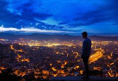 Barcelona als seus peus (jocsdellum) Tags: barcelona catalonia catalunya horablava horaazul nocturna factorhumano humanfactor bluehour