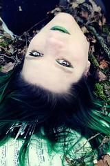 La beauté. (One-Basic-Of-Art) Tags: 1basicofart onebasicofart annewoyand woyand möchi model tfp tfpshooting canoneos350d canoneos canon madl frau weibchen weiblich girl girls woman female feminine augen eyes yeux mystery magic märchen krone fairytale fairy