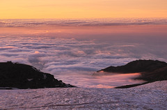 Algodón rosa (Aristides Díaz) Tags: sierra nevada mar de nubes atardecer montaña nikkor 28105