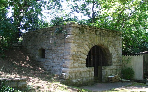 Melrose Springhouse - an Eden in Nashville