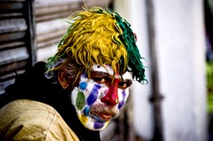 Miradas que matan II (organiq) Tags: street people color mexico calle mexicocity gente clown oldman explore payaso viejito pobreza poorness organik explored