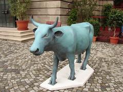 cow in budapest III (_tonidelong) Tags: cow hungary budapest 2006 parade urbannature cowparade vaca hungría budapestguessed