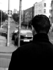 Wandering Man (Sylvain Sylvain) Tags: ireland portrait bw dublin white black blanco branco canon 350d europa europe noir retrato negro preto nb portraiture weis bianco blanc ritratto nero schwarz irlande портрет 肖像 صورة sylvainsylvain 画像 黑白色 肖像画 sylvainclep 초상화 백색 m3l0dym4k3r 黒い白 까만
