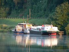 Castets-en-Dorthe (Lezzles) Tags: canal midi pniche garonne barge gironde