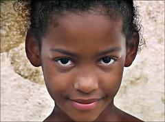(ccarriconde) Tags: portrait people topf25 paraty eyes topf50 olhar retrato ccarriconde cristinacarriconde olhos escola menina hummingbirdxmas campinho theface paratii quilombo meninabonita quilombodocampinho quilombodaindependencia brasilpeople abigfave copyrightcristinacarricondeallrightsreserved cristinacarriconde alunosescoladoquilombo