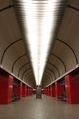 (arnd Dewald) Tags: light red rot underground subway licht metro tunnel symmetry hauptbahnhof ubahn fv10 bochum hbf ruhrgebiet mainstation leuchte ruhrpott symmetrie asymmetrya arndalarm