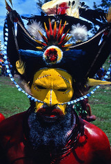Huli tribe Papua new Guinea (Eric Lafforgue) Tags: pictures people photo highlands pacific picture tribal papou  tribe papuanewguinea ethnic tribo indigenous singsing papu ethnology tribu oceania   niugini papuaneuguinea lafforgue papuanuovaguinea  guin papuan papouasie papouasienouvelleguine mthagen mounthagen mounthagenshow melanesian papoeanieuwguinea papanuevaguine papuanyaguinea  p320   papanuevaguinea   paapuauusguinea papuanovaguin papuanovguinea   papuanowagwinea papuanyguinea    papusianova bienvenuedansmatribu
