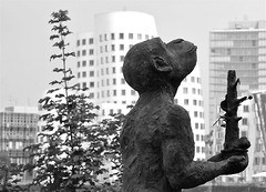 Monkey Island (C Ray Dancer) Tags: monochrome statue monkey dusseldorf monkeyisland mediaharbour