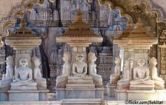 Tirthankaras at Shatrunjaya mountain, Palitana, Gujarat (Sekitar) Tags: sculpture india mountain statue temple religion jain gujarat jainism palitana tirthankara shatrunjaya earthasia furtbereiter