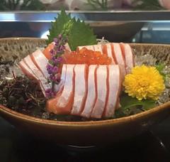 ท้องปลาแซลมอน อร่อยชิ้นใหญ่เต็มๆคำ Waza Sushi