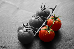 Le Rouge et le Noir (Pierrot 49) Tags: tomatoes vegetable colored nikonflickrawardgold
