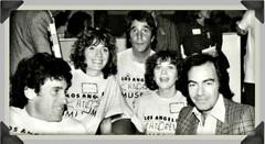 Neil Diamond with 1970s TV stars in charity event (musicloverdiamond) Tags: neildiamond henrywinkler pennymarshall cyndiwilliams paulmichaelglaser charity event 1970s rocknroll classictelevision