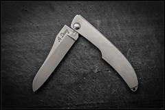 1C5A5374 (bakelite1) Tags: couteaux d2 discret alain descy cran forcé métal clip parmentier