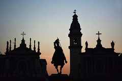 Silhouette. (sinetempore) Tags: silhouette torino turin piazzasancarlo statua statue cavaliere knight chiese churches crepuscolo dusk