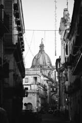 Capua in bianco e nero (santagatapaolo) Tags: blackandwhite street 100m canon italy capua cityscape