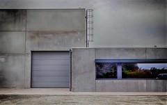 strak (roberke) Tags: gebouw architecture architectuur modern beton ramen windows vensters concrete ladder garagepoort outdoor