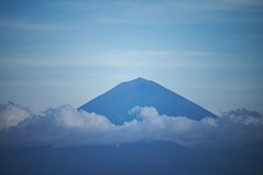 Mount Agung (Syahrel Azha Hashim) Tags: lombok nikon nature indonesia holiday nopeople simple 2017 details dramaticsky dof lombokisland bali getaway handheld colorimage vacation clouds 200mm naturallight 55200mm colorful detail d300s travel syahrel tropicalclimate background colors shallow light mountagung beautiful mountain