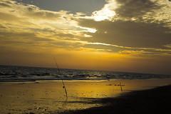 Atardecer de pesca en playa Mazagón (Garimba Rekords) Tags: atardecer andalucía huelva playa pesca mazagón sombrayluz pndoñana