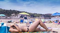 Bonita mujer tomando el sol despus del bao en Gorliz, Bizkaia (carlosolmedillas) Tags: woman beach nude mar mujer young playa bikini bao mojada