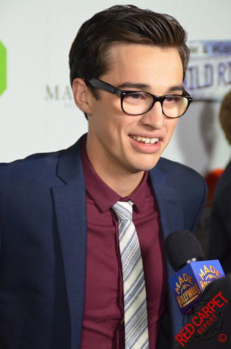 joey bragg without glasses