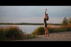* (Henrik ohne d) Tags: eos5dmk2 ef85mmf18 may2016 portrait belindak sand beach sun