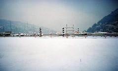 Una lomogenica nevicata (sirio174 (anche su Lomography)) Tags: neve snow lomolca lomography inverno winter cantiere paratie lago lake como lungolago scempio