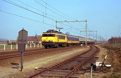 NS 1654 / Nuevam (4/5) (Bevadi) Tags: ns 1600 1654 elektrischelocomotieven railinfrastructuur raccordement ontspoorwissel vam nuenen
