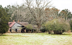 Decaying farm home - Anderson Co. S.C. (DT's Photo Site - Anderson S.C.) Tags: canon 6d 24105mml andersonsc country road abandoned vanishing farm home southern south barn rural