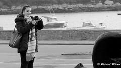 Woman photographer (patrick_milan) Tags: plouguin ploudalmezeau portsall kersaint landunvez landeda lannilis treglonou saintpabu pabu abers finistère brittany bretagne bzh saintrenan renan lanildut aberwrach lampaul plouarzel breles saariysqualitypictures noiretblanc blackandwhite noir blanc monochrome nb bw black white street rue people personne gens streetview féminin femal femme woman women girl fille belle beautiful candide camera photographer