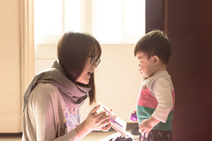 早晨故事書時間 (奈勒斯 / LINUS) Tags: nikon d750 baby boy kid child son mother reading storytelling story book