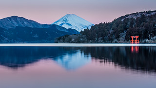 Mt. Fuji with Dawn Glow 芦ノ湖と朝焼富士山