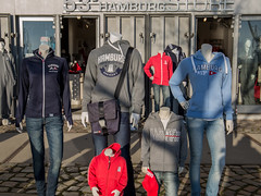 void for brain family (Rasande Tyskar) Tags: köpfe heads beheaded schaufensterpuppe display dummy hamburg merchandise werbung