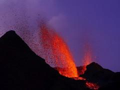 v8 (loïcabadie) Tags: eruption pitondelafournaise laréunion réunion volcan lave