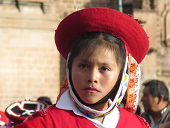 "Défilé d'enfants à Cusco <a style=""margin-left:10px; font-size:0.8em;"" href=""http://www.flickr.com/photos/83080376@N03/20761445959/"" target=""_blank"">@flickr</a>"