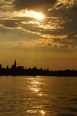 Romanshorn in het gouden licht. (limburgs_heksje) Tags: schweiz swiss bodensee zwitserland zonsondergangen autoveer