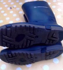 Dunlop abgelatscht (yvonne_2.0) Tags: worn welly wellies smelly galoshes rubberboots gummistiefel wellingtons wornout smelling rainboots worndown wellworn regenstiefel stinkig abgelatscht