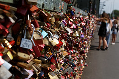 Love lock in Cologne (scuthography) Tags: love cologne tradition 2015 hohenzollernbrcke hohenzollernbridge canon6d locelock kathrinschild scuthography
