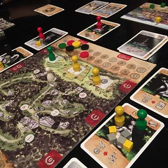 Bomarzo - เกมแข่งกันสร้างบารมีจากการขอพรจากอสุรกายต่างๆ ในสวน Bomarzo ทางตอนกลางของอิตาลี (ซึ่งมีอยู่จริง สร้างในสมัยศตวรรษที่ 16 โดยขุนศึกนายหนึ่งด้วยเป้าหมายปริศนา) เล่นง่ายและจบภายในแปดตา เพียงหนึ่งชั่วโมงแต่แข่งกันสนุกมาก กติกาที่เจ๋งเป็นพิเศษคือ ไพ่อ