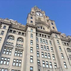 Liverpool, United Kingdom (Shaun Smith-Milne) Tags: liverbirds england insurance upshot clocktower clock unitedkingdom liverbuilding bâtiment assurance royaumeuni horloge tourdelhorloge angleterre merseyside liverpool