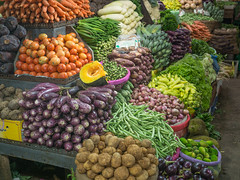 _B085507 Local products.jpg (JorunT) Tags: nuwaraeliya november marked gatefoto bybilder mai srilanka 2016 fisk rundreise frønnskare