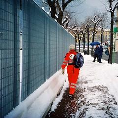 Una lomografica nevicata... (sirio174 (anche su Lomography)) Tags: neve snow como inverno winter dicembre italia italy nevicata lca lomolca lomography soccorritore lungolago