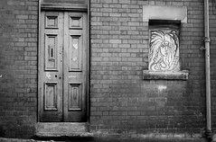 untitled-3078.jpg (Andy Cash) Tags: 2016 andycash unitedkindom streetphotography door blackandwhite monochrome architecture