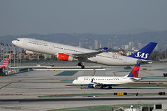 Scandinavian Airlines, Airbus A330-300 + Delta Airlines, Ambraer E175 (Ron Monroe) Tags: scandinavianairlines airbus a330 deltaairlines ambraer e175 lax klax airliners airlines lnrkt n638cz