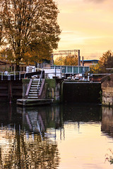 Regent's Canal (mh218) Tags: centrallondon kingscross london regentscanal stpancras autumn barge barges boat canal canals city dusk evening golden lock narrowboat narrowboats night reflection reflective sunset twilight uk water waterway weir weirs seasons