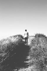 Contigo siempre hacia arriba (Paula Dez) Tags: family boy summer portrait blackandwhite love luz beach beautiful familia canon 50mm lights spain bokeh amor handsome playa bn verano lovely dulce cantabria blanconegro 6d torimbia