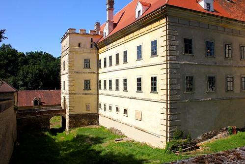 Greillenstein. Schlossgraben mit ehemaligen Haupttor 1590